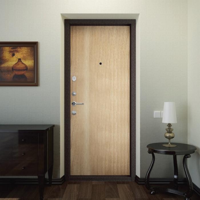 Двери входные светлые внутри